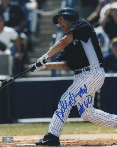 Billy Crystal Autographed New York Yankees (Batting) 8x10 Photo